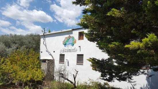 Velez de Benaudalla, Spanyol: la fachada visto del paseo del nacimiento