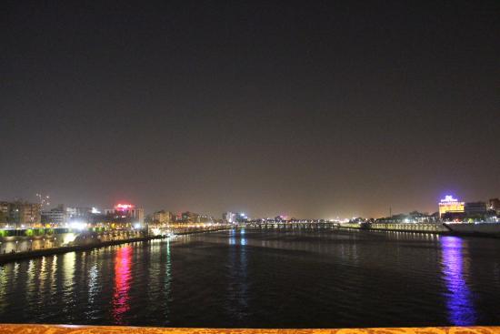 Hotel Volga: Sabarmati River Front