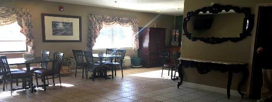 Breakfast Area - American Elite Inn, Hazard, KY