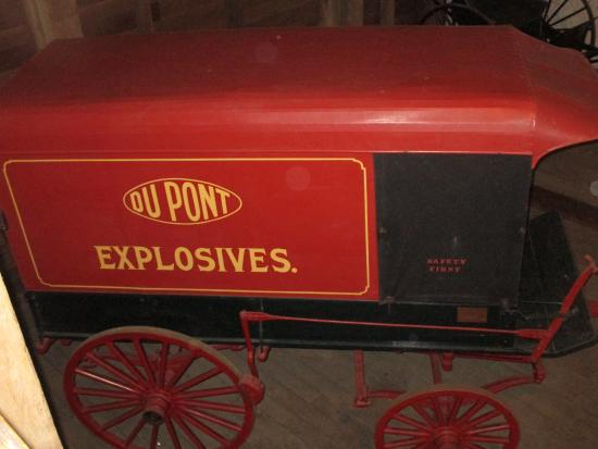 Wilmington, DE: DuPont Gunpowder Delivery carriage