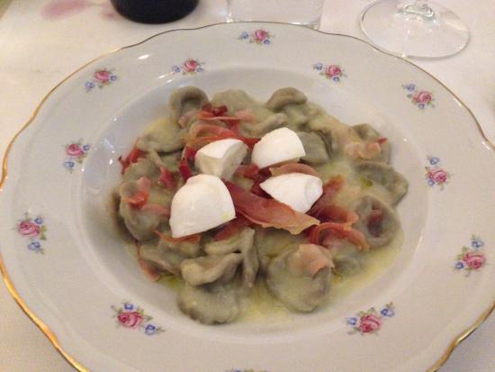 L'Ocanda Giuliva : Pasta med kartoffel, spæk og mozzarella