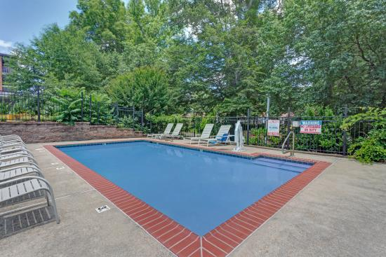 Travelodge Williamsburg Colonial Area: Seasonal Outdoor Pool