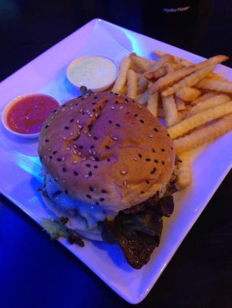 Lucky 13 Sandwich: Good drinks and burger