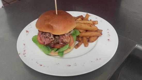 Бужан-сюр-Либрон, Франция: Burger au bacon grillé et frites maison