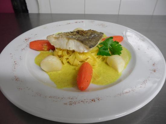 Бужан-сюр-Либрон, Франция: Pavé de filet de julienne sauce au curry