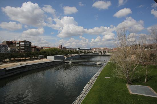 Paseo foto van parque canal de isabel ii madrid madrid for Oficinas canal isabel ii madrid