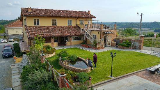 Montechiaro d'Asti, Itália: Angolo di paradiso tra le colline del Piemonte