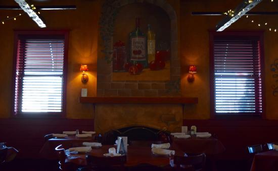 Pomodorino Restaurant of Huntington: Fireplace