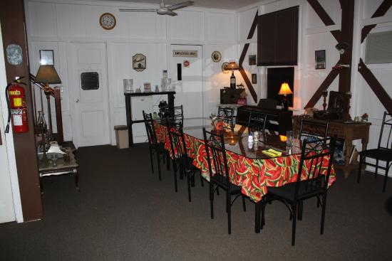 Ivan's Bed & Breakfast Birding Lodge: Dining Room at Ivan's. Good food and good company.