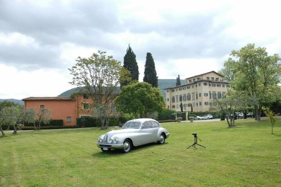 Candeli, Włochy: Villa la Massa has an elegant park