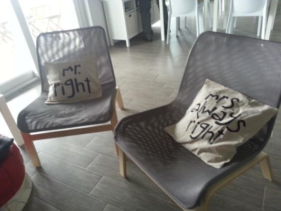 Montecalvo Versiggia, Italien: Funny cushions