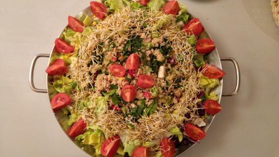 Mas du Canigou: Salade variée Bio et graines germées