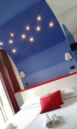 Hotel Alba : Nella foto non rende....di sera sembra proprio di dormire sotto un cielo pieno di stelle!!!