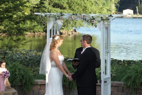 Centralia, IL: Lakeside Wedding Ceremony