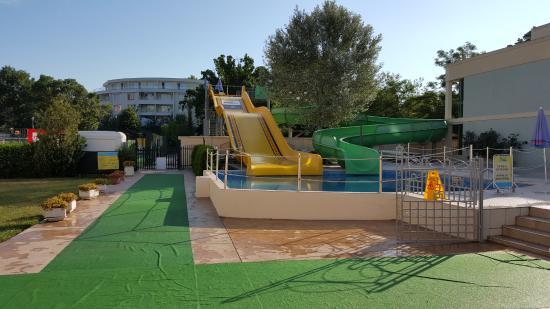 Club Calimera Sunny Beach: Wasserrutschen und Fußball/Volleyballfeld