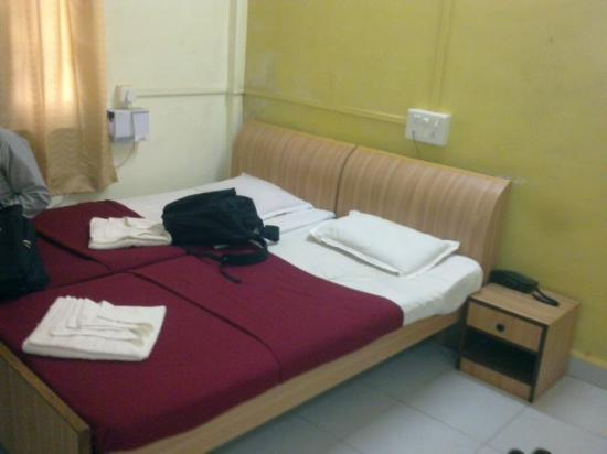 Hill View Hotel: room