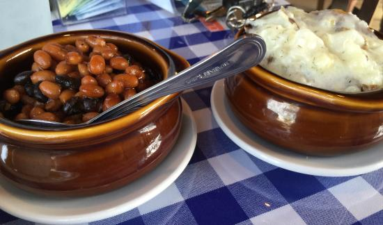 Cathedral City, Kalifornia: BAKED BEANS & POTATOES SMASHED!