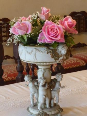 Castel San Gimignano, Italien: il centrotavola di rose fresche