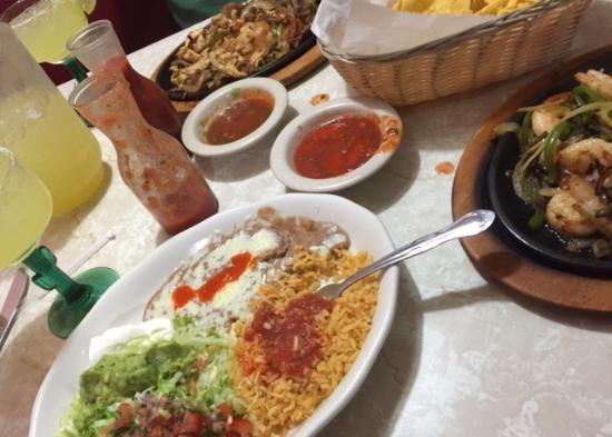 Shrimp Fajitas Mixed Fajitas Chips N Salsa Margaritas Picture