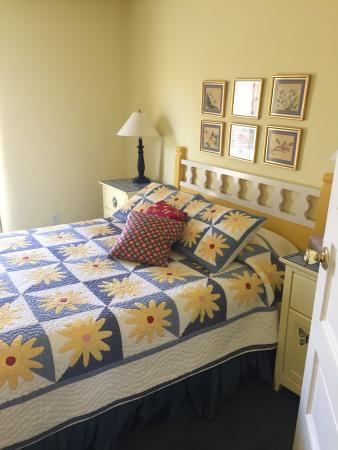 Pojoaque, NM: Queen Bedroom