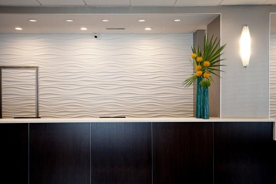 Best Western River North Hotel: Front Desk