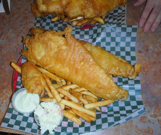 Bridgewater, Canadá: This was the two piece fish and chips - more than I could eat...