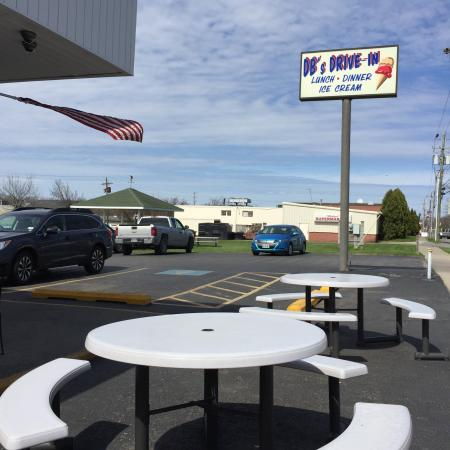 Weedsport, NY: Plenty of outdoor seating