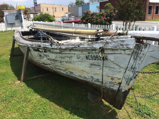 Plymouth, NC: Old Boat near the Lighthouse