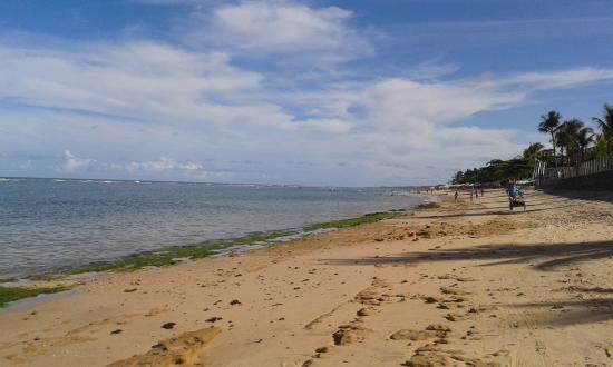 Mundai Beach: piscinas naturais na maré baixa