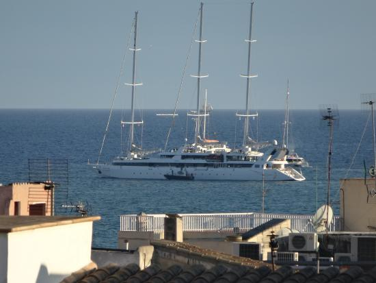 Hostal Apuntadores: View of harbour from roof terrace