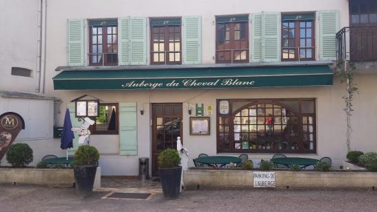 St Boil, Francia: Devanture auberge du Cheval Blanc