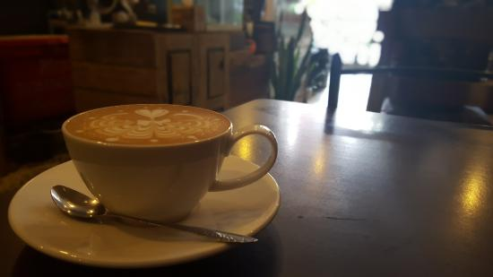 NANGNON COFFEE: Delicious latte, with some real attention to detail