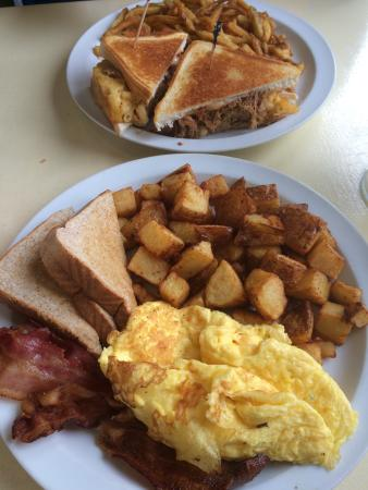 Uncle Betty's Diner: photo0.jpg