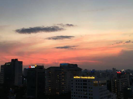 Sofitel Saigon Plaza: Sunset on the rooftop.