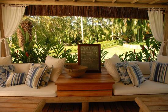 Villas de Trancoso: Ambiente do café da manhã com a tábua da maré do dia