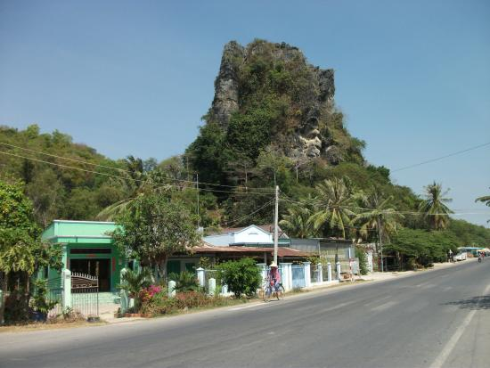Ha Tien, เวียดนาม: View from the road