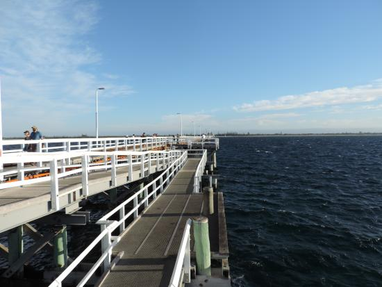 Busselton, Australien: From the end of the jetty looking back to the beach