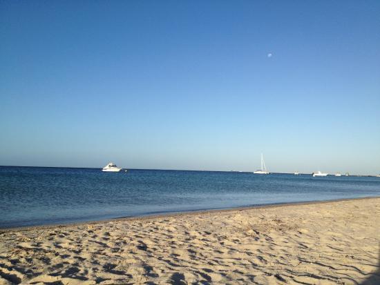 بيج4 بيتشلاندز هوليداي بارك: beach at the end of the caravan park