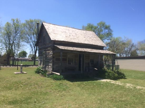 Abilene, KS: Old farmers cottage- well preserved with interesting exhibits.