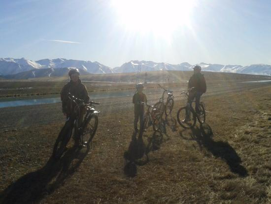 Twizel, นิวซีแลนด์: Biking the canals