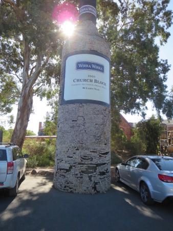Макларен-Вейл, Австралия: Giant wine bottle at Wirra Wirra winery