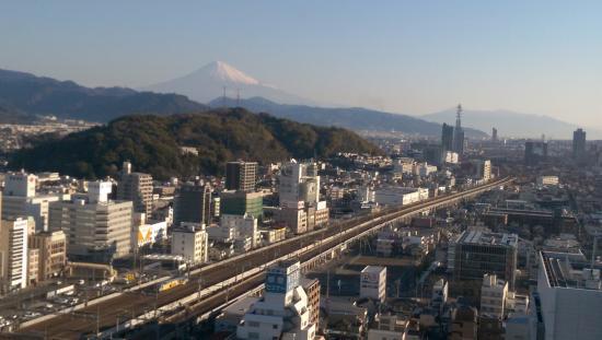 好天氣時從飯店遠眺富士山