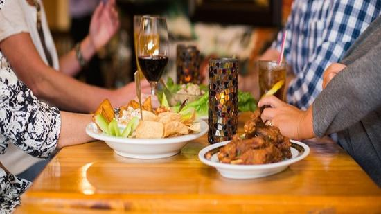 Brookings, Dakota del Sur: Appetizers and Drinks for 5 O'Clock Happy Hour