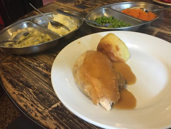 Dinas Mawddwy, UK: Great roast chicken Sunday lunch...