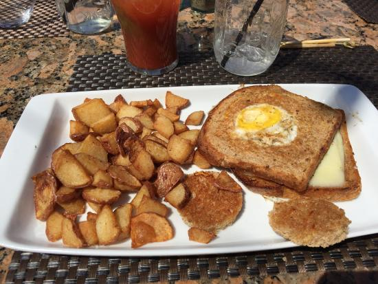 Milford, MI: Brunch was really great- you can't beat the Bloody Mary bar! Perfect day to sit outside & enjoy.
