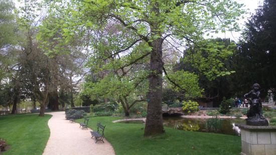 Entr e du parc photo de parc de blossac poitiers tripadvisor - Le beau jardin du paresseux ...