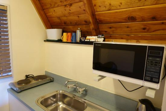 Mountain Chalet Motels: Kitchen