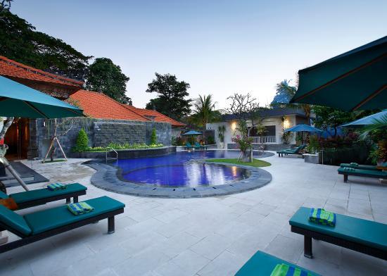 Vila Shanti Beach Hotel: Pool Area 5