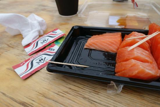 Twizel, Nueva Zelanda: Rough Salmon Sashimi, probably not fatty enough