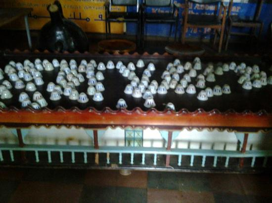 Jimma, เอธิโอเปีย: Coffee jar and table with cups